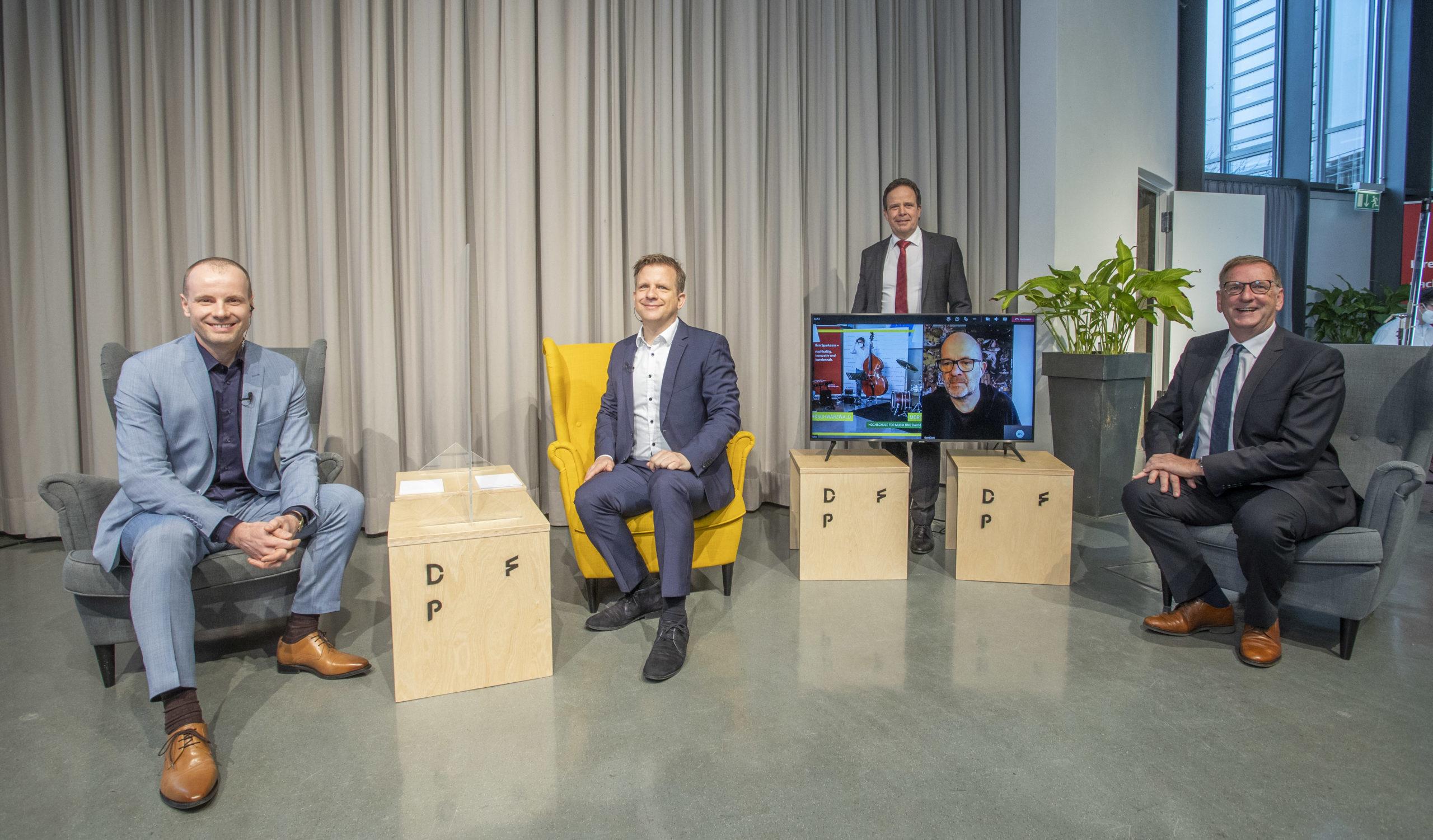 1. Innovationstag Nordschwarzwald, live aus dem Audimax. (v.l.n.r.) Herbert Wackenhut, Dr. Claus Lang-Koetz,Rektor Professor Dr. Ulrich Jautz, Jochen Protzer, Foto: Meyer / Pforzheimer Zeitung